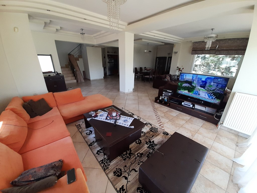 Villa with garden for sale in Greece